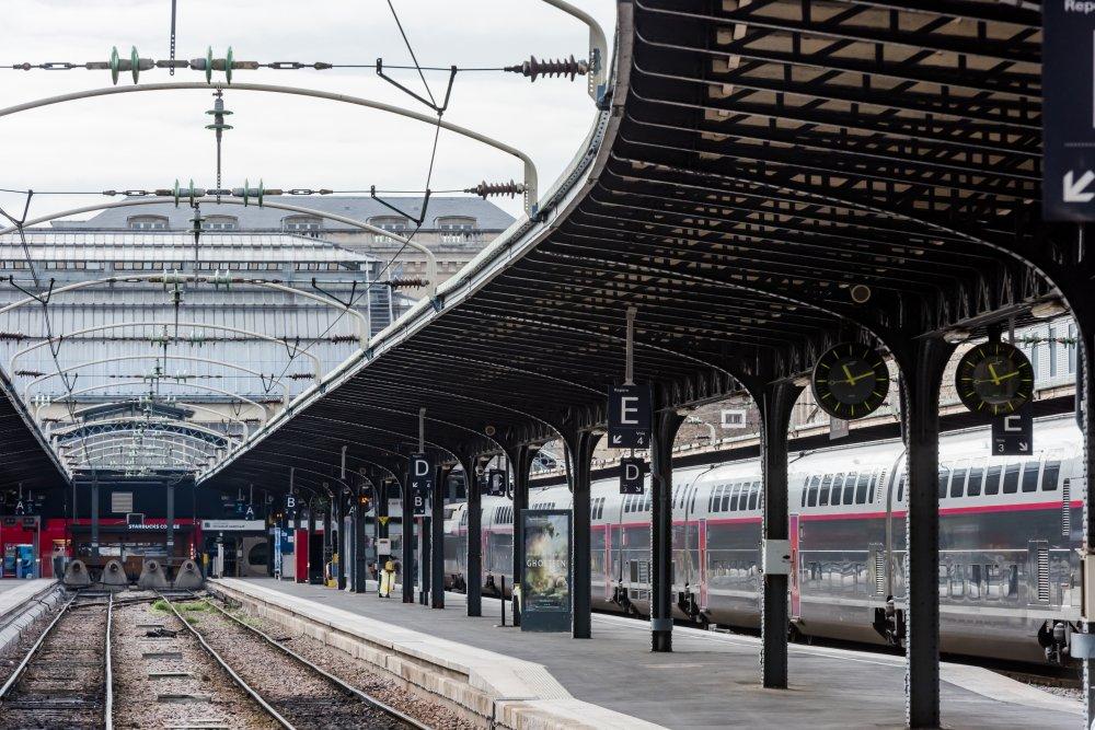 CDG Express - Gare de l'Est - Vue des voies de sortie des quais 2