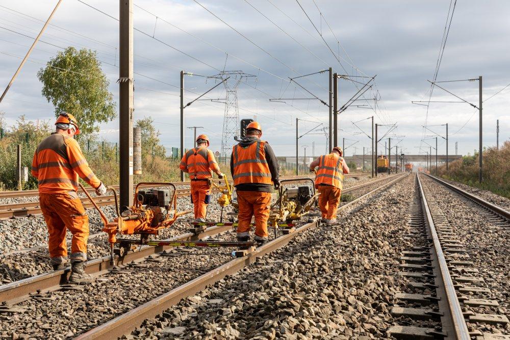 CDG Express - Ouvriers travaillant sur les voies à proximité de Mitry-Mory